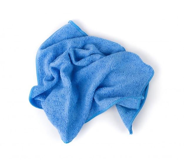 Blauwe gerimpelde microfiber reinigingsdoek geïsoleerd