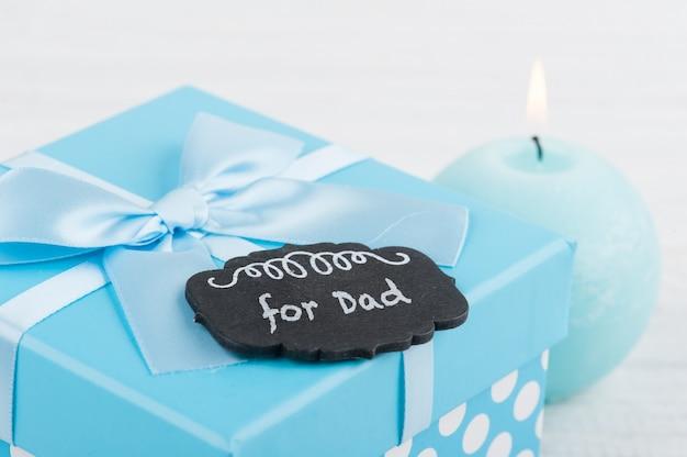 Blauwe geschenkdoos met strik