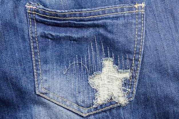 Blauwe gescheurde denim jeans textuur
