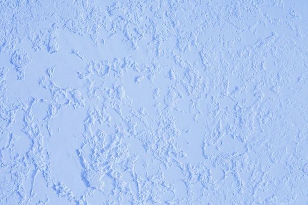 Blauwe getextureerde gepleisterde muur. verse otvetka in commerciële gebouwen, renovatie van ontwerpers in het huis
