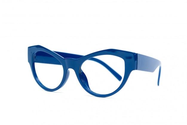 Blauwe glazen die op witte achtergrond worden geïsoleerd.