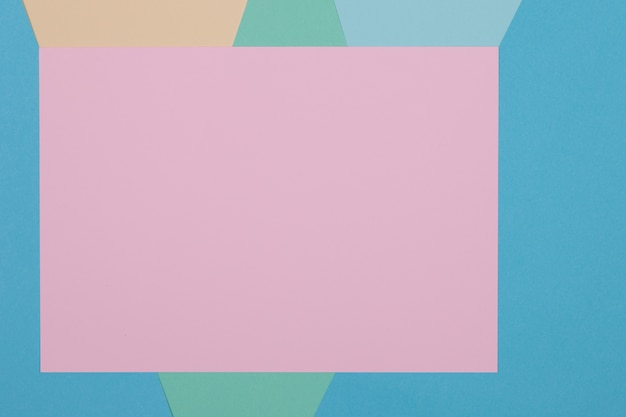Blauwe, groene, gele en roze achtergrond, gekleurd papier verdeelt geometrisch in zones