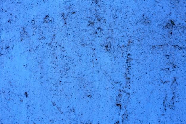 Blauwe grungemuur van het oude huis. gestructureerde achtergrond