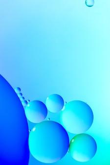 Blauwe heldere bubbels