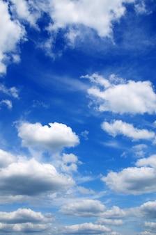 Blauwe hemel achtergrond
