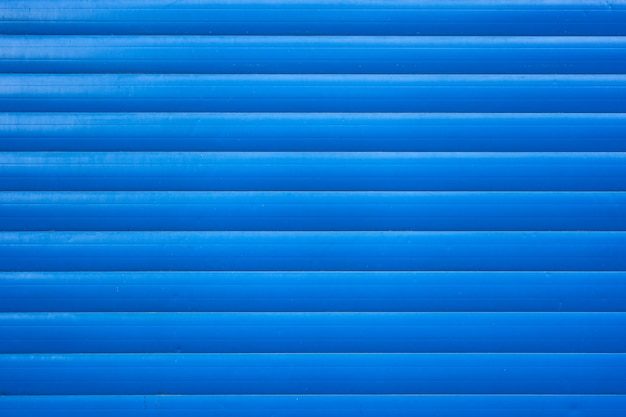 Blauwe ijzeren tinnen hek bekleed achtergrond. metalen structuur