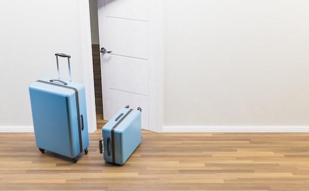 Blauwe koffers voor een open deur en houten vloer. reis- of emancipatieconcept. 3d-weergave