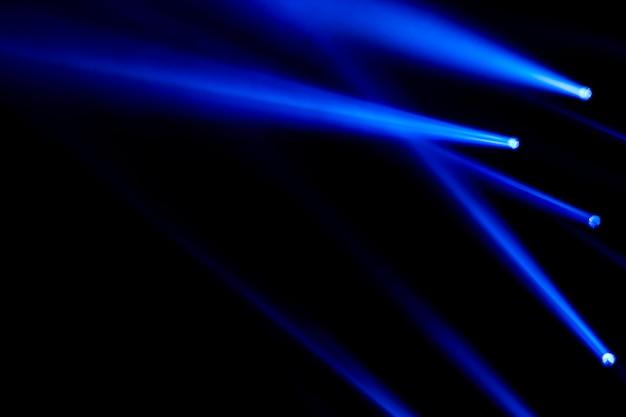 Blauwe lichtstralen voor concert- en clubeffect