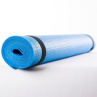 Blauwe mat voor fitness close-up