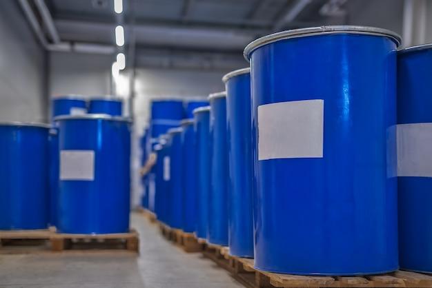 Blauwe metalen vaten set