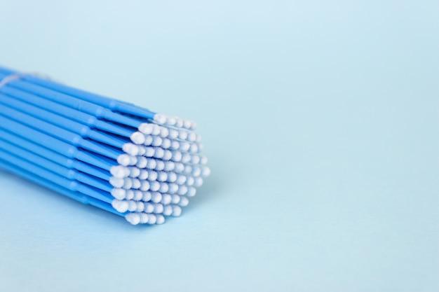 Blauwe microborstels, kleine borsteltjes voor het reinigen van wimpers en tanden
