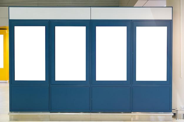 Blauwe mock-up blanco reclameborden en public relations