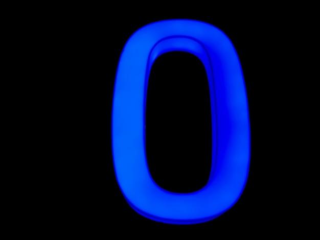 Blauwe neon letter o