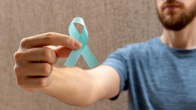 Blauwe november prostaatkanker preventie maand man met blauw lint mens gezondheid