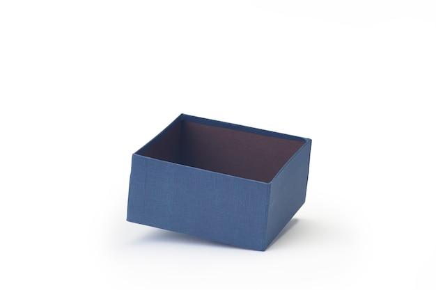 Blauwe open lege papieren geschenkdoos geïsoleerd op wit