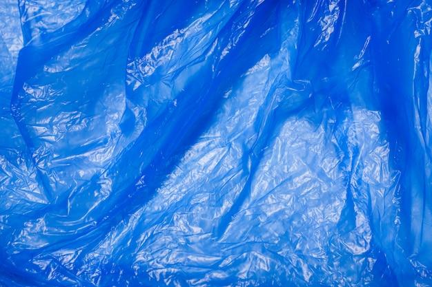 Blauwe plastic zak die de natuur, textuur schaadt