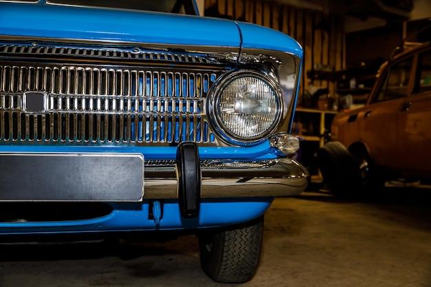 Blauwe retro auto
