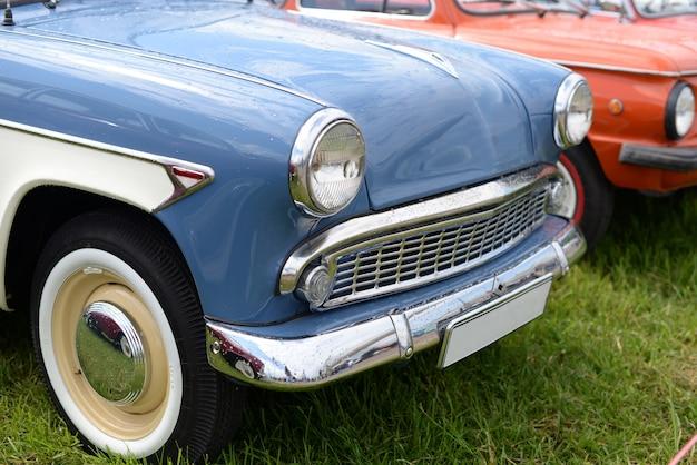 Blauwe retro oude auto