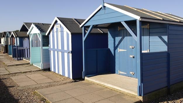 Blauwe strandhutten