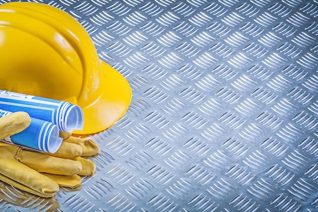 Blauwe technische tekeningen veiligheidshandschoenen voor veiligheidshelmen op gecanneleerd metaal