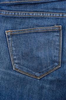 Blauwe textuur van jeans, stiksels op de broek-close-up