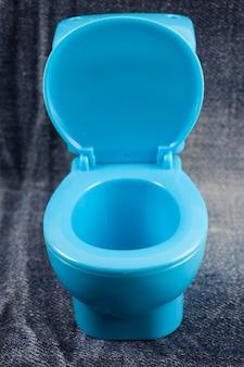 Blauwe toiletpot
