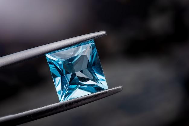 Blauwe topaas edelsteen sieraden.