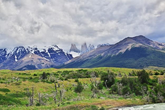 Blauwe torens in het nationale park van torres del paine in patagonië van chili