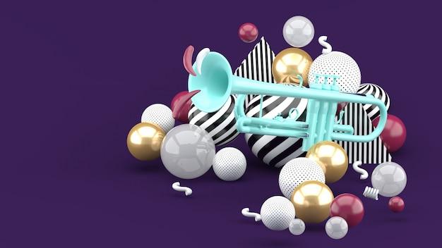 Blauwe trompet temidden van een gouden bal op paars. 3d render.
