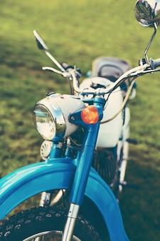 Blauwe vintage motorfiets