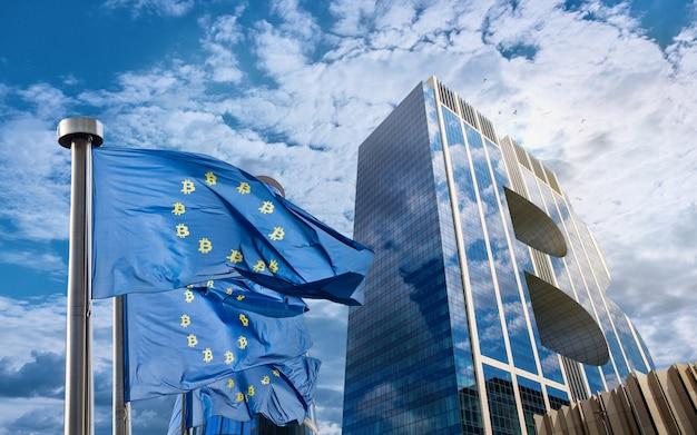 Blauwe vlag van de europese unie met bitcoin-iconen en een modern gebouw in de vorm van een symbool van