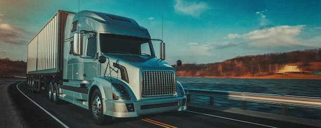 ิฺ blauwe vrachtwagen die op de weg loopt.