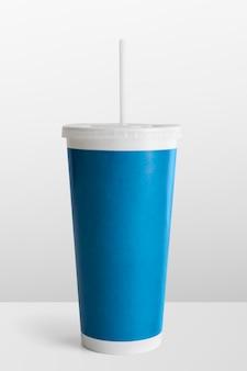 Blauwe wegwerp frisdrankbeker