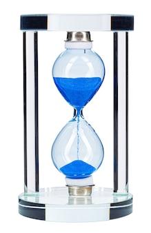 Blauwe zandloper geïsoleerd op een witte achtergrond close-up vooraanzicht