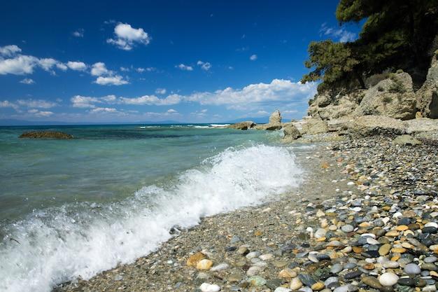 Blauwe zee bij griekenland