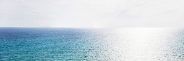 Blauwe zee horizon
