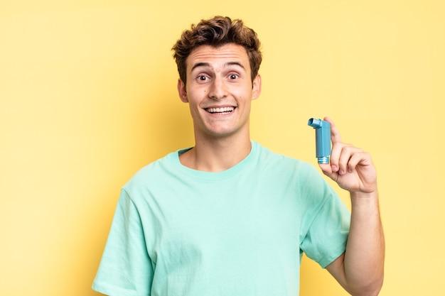 Blij en aangenaam verrast, opgewonden met een gefascineerde en geschokte uitdrukking. astma concept