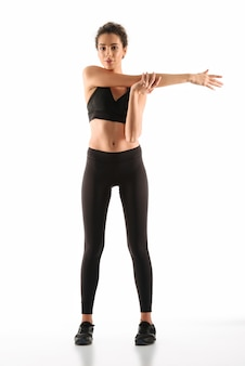 Blij fitness vrouw warming-up