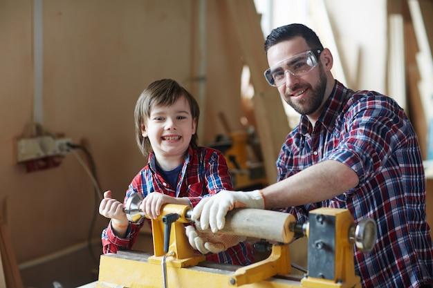 Blije houtbewerkers