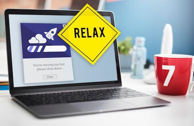 Blijf kalm verlaag snelheid ontspan vertragen concept