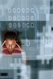 Block chain-programmeur denkt na over hoe nieuwe cryptocurrency te maken