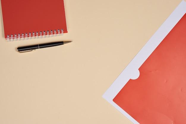 Blocnote met pennen briefpapier accessoires beige.