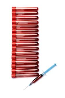 Bloed reageerbuis met rode stop geïsoleerd op een witte achtergrond.