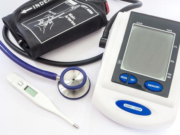 Bloeddrukmeter, stethoscoop en thermometer