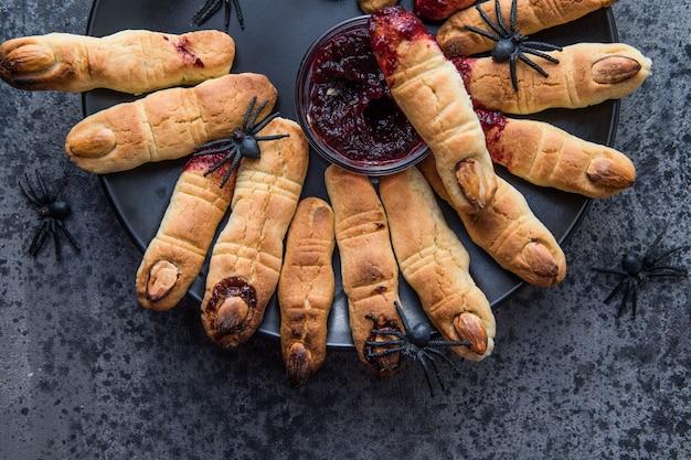 Bloedige koekjesvingers voor halloween-feestviering, cookies