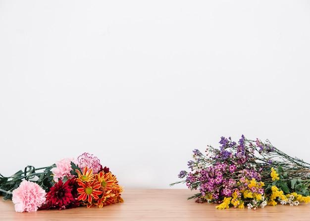 Bloeiende bloemen op desktop