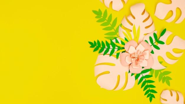 Bloeiende papieren bloemen met kopie-ruimte