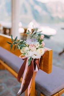 Bloemcomposities bij de huwelijksceremonie