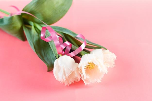 Bloemen 8 maart vrouwendag. felicitatie. de lente. lente bloemen. tulpen