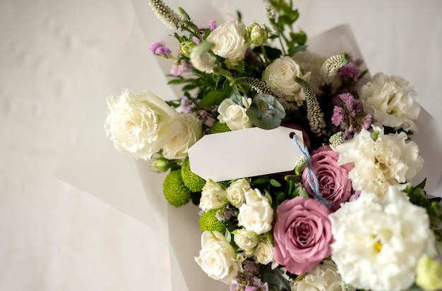 Bloemen boeket met briefje